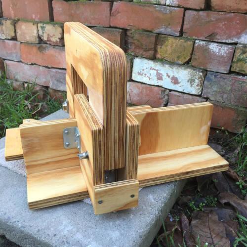 Single arm wire soap cutter rear